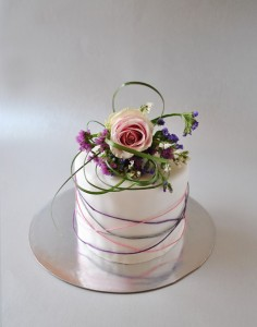 Ефектна декорация на торта от cooks-and-bakes.com
