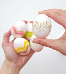 Великденски яйца с цветни ленти от lovelyindeed.com